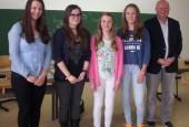Schülerinnen-mit-dem-Fachbetreuer-Klaus-Wammes_-170x115.jpg