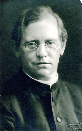 19 Priester, Fotograf Ederer Landshut