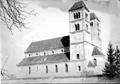 27-zweituermige-kirche