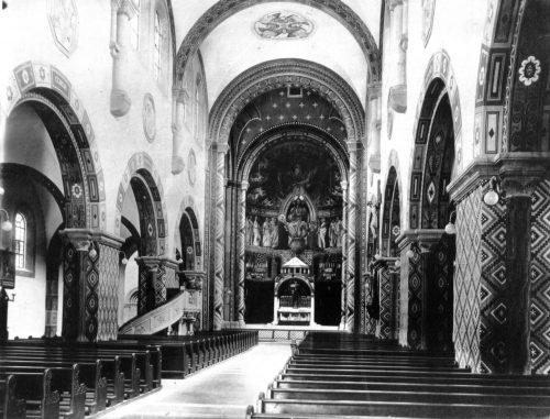 32 eine Kirche innen