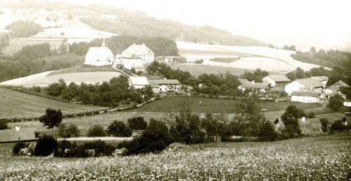 14 Ortschaft mit Kirche